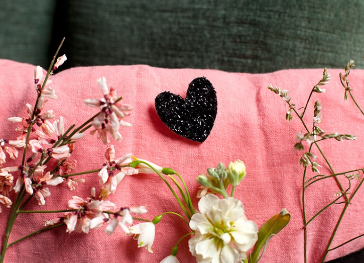 Des petits hauts broche coeur